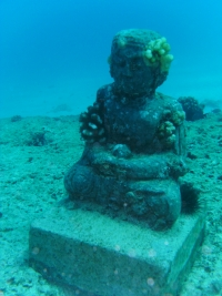Statue placed underwater at Angler's Reef