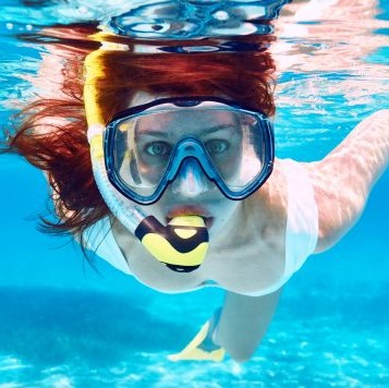 Girl snorkel on Oahu, Hawaii